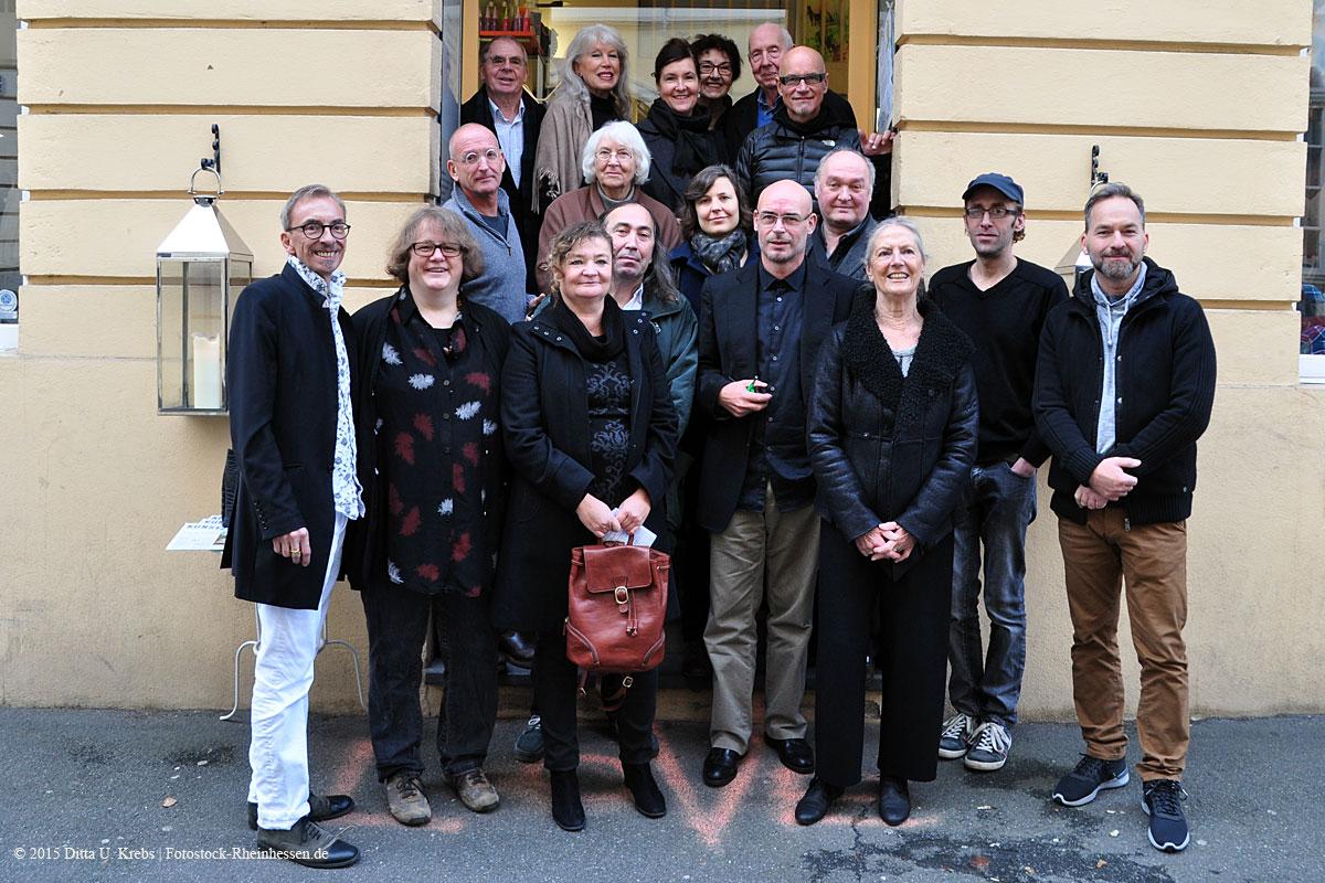 Ausstellung Natur pur> Galerist und Künstler vor der Galerie Mainzer Kunst
